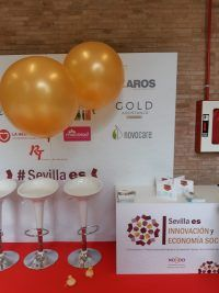 globos golden stand evento